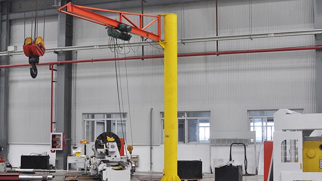 江苏宝威起重-旋臂吊起重机操作时应当注意什么?