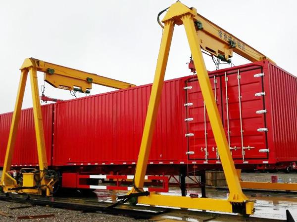 宝威起重为南京捷业物流提供液压龙门吊案例