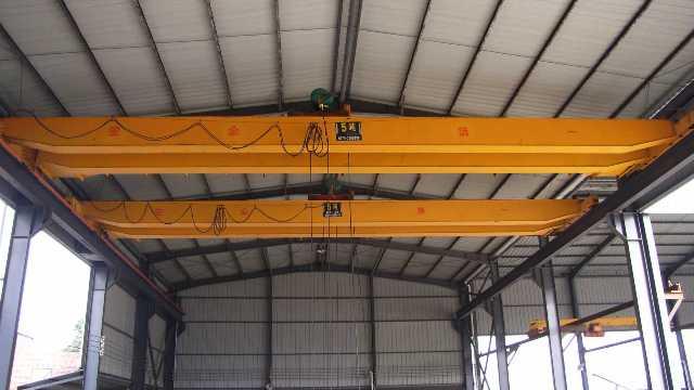 双梁桥式起重机的结构设计及规范和标准要求