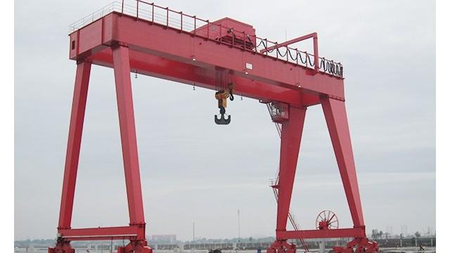 【宝威】起重机对于码头经济发展的重要性